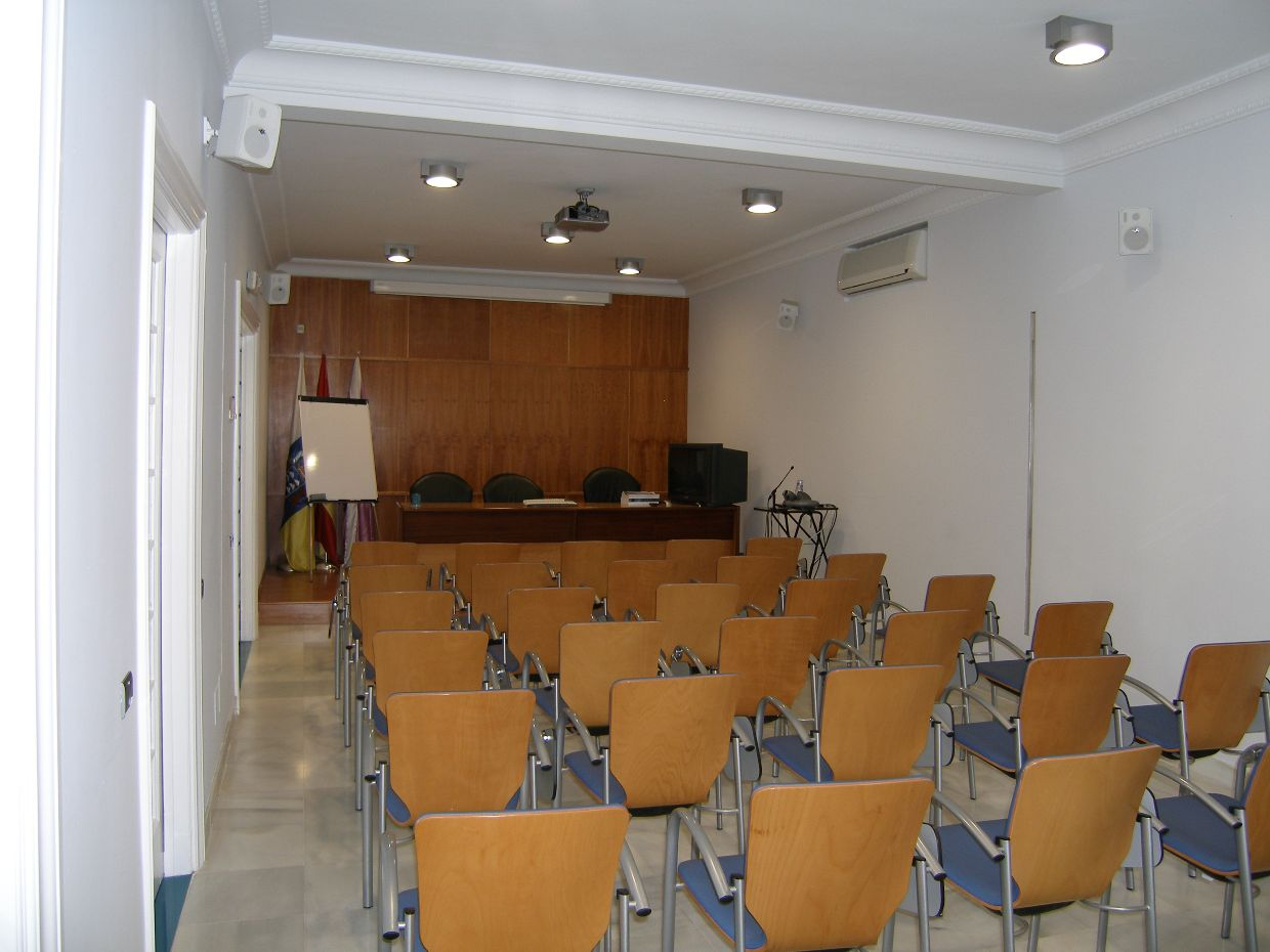 images/instalaciones/salon-actos-1.jpg